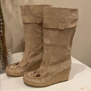 Report Ataani Suede Tan Embroidered Wedge Boot